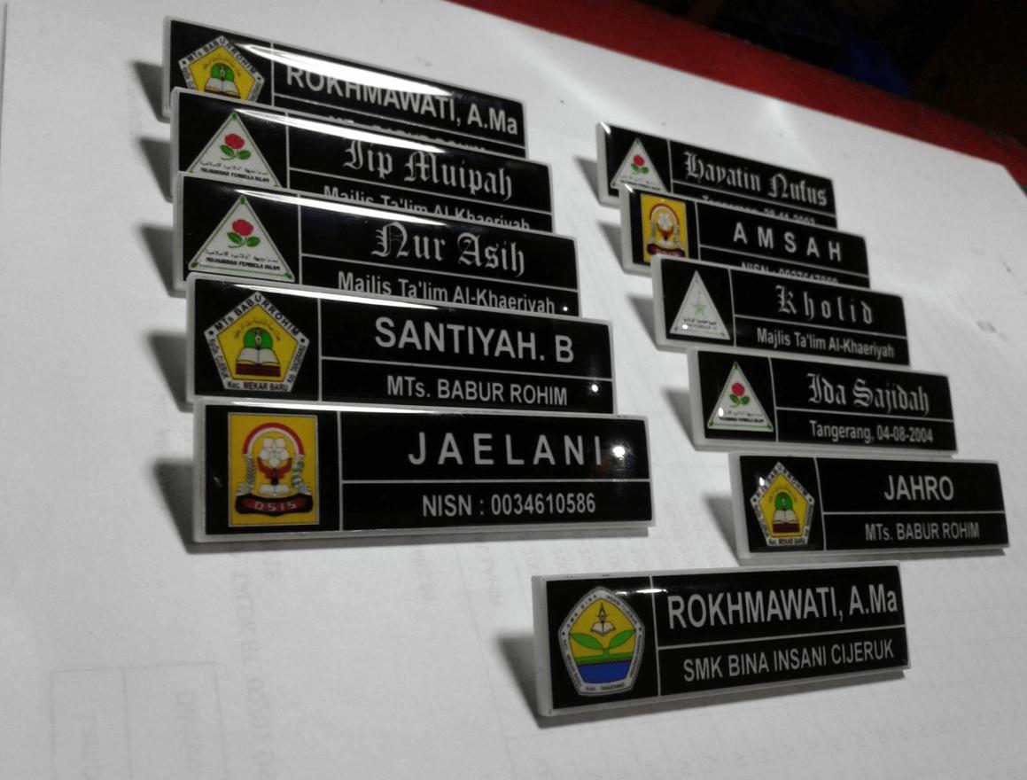 Papan Nama Tempel